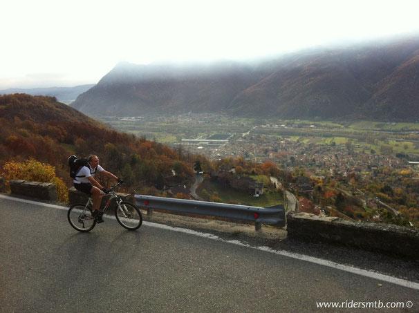 da Condove ci arrampichiamo  - con temperature primaverili -  verso il GPM, l'Alpe GHET