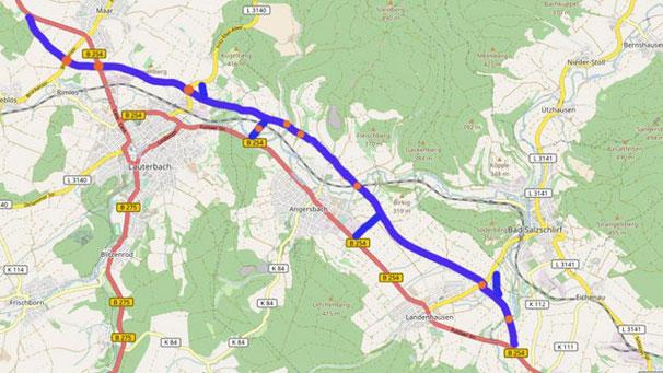 Der ungefähre Streckenverlauf der geplanten Neubaustrecke ist in blau zu sehen. Orangefarbene Punkte deuten die großdimensionierten Brückenbauwerke an.