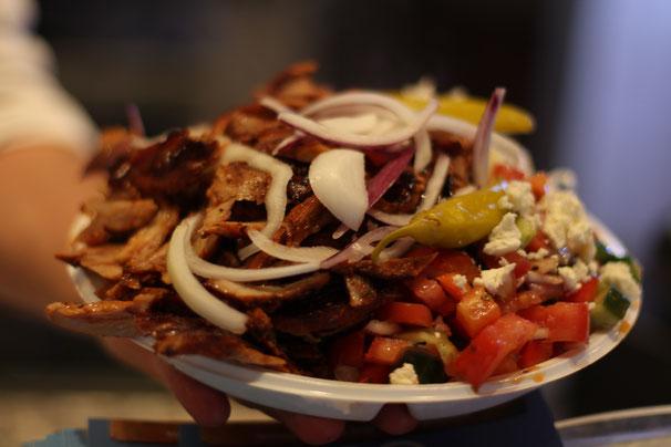 Nr.25 unserer Speisekarte: Gyros Teller mit Gemischten- und Krautsalat zum mitnehmen. #lowcarb