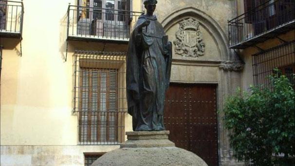 La fuente de San Luis Bertrán al lado de la Almoina en Valencia  ha sufrido varias veces la acción de los vándalos.