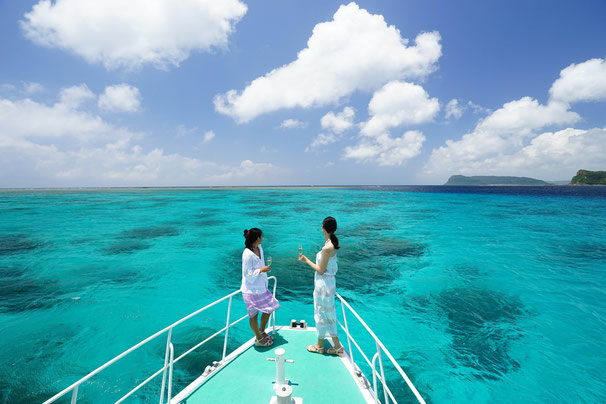 どこまでも続く珊瑚礁の美しい海