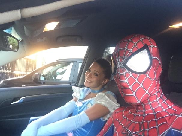 supereroi, principesse e mascotte che vengono a casa tua per feste bambini