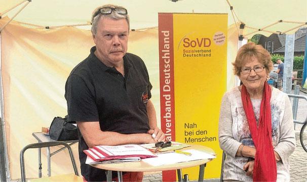 Fleißige Unterschriftenammler: Ulrich Baschke und Christa Möller.