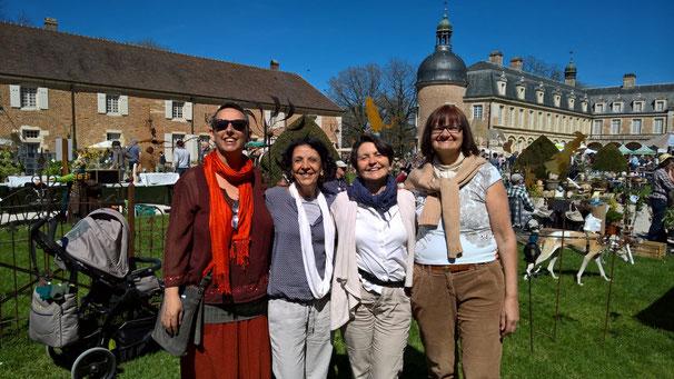 Ich, Bea, Isabella und Mathilde auf dem Blumenmarkt in Pierre-de-Bresse