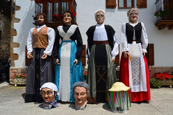 Los primeros gigantes, realizados por un grupo de amigos de forma casera y que más tarde serían reinterpretados por este taller.
