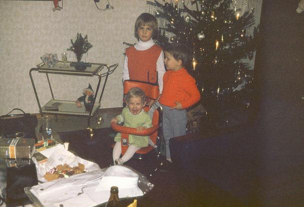 Ich glaube, der Autositz war nicht meine erste Wahl. Weihnachten hin oder her. Ich finde die betretenen Gesichter von Claudia und Ralf zum Piepen! :-D
