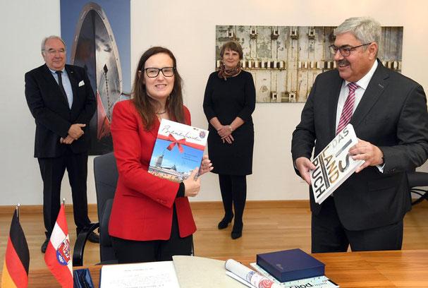 Empfang der Botschafterin im Stadthaus - Besuch des AWI - Gespräche mit bremenports. Alle Fotos von Wolfhard Scheer.