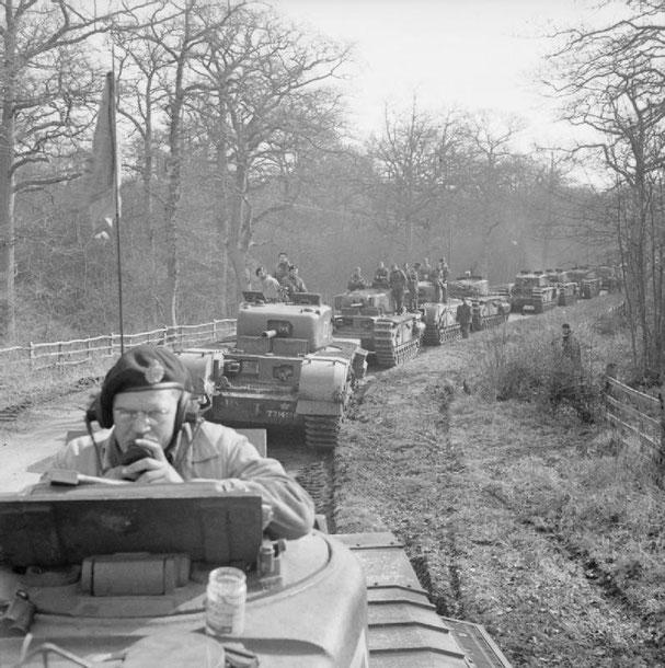 Le Churchill est emblématique de l'étroitesse des chars britanniques, empêchant leur évolution vers un armement plus performant