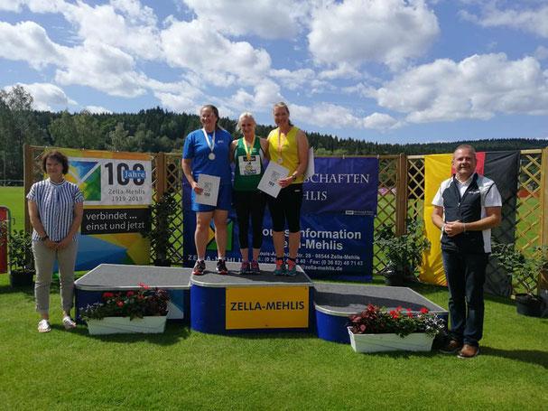 Natascha Wolf (Mitte) bei der Siegerehrung.