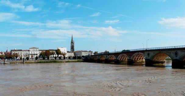 Vue de Libourne depuis la Dordogne