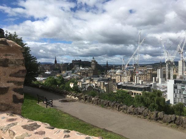 Blick von Calton Hill auf Edinburgh