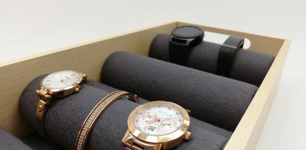 Tablett zur Aufbewahrung von Uhren