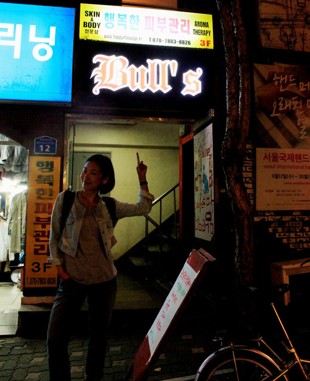 Nayoung in front of Bull's pub
