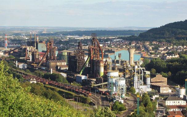 Les Hauts fourneaux de Patural à Hayange et l'aciérie de Serémange de l'usine sidérurgique ArcelorMittal de Florange.