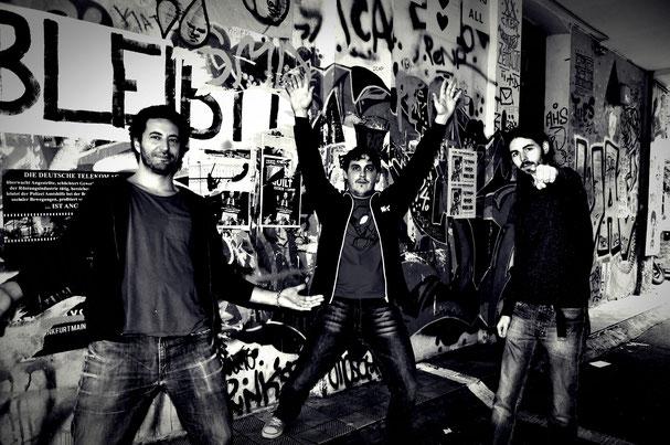Foto de los miembros de Red Booster en las calles de Berlin