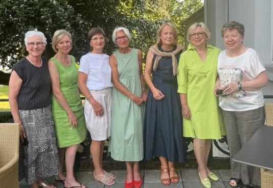 Die Gründungsmitglieder des Inner Wheel Club Krefeld im Mai 2011 anläßlich des 20. Charterjubiläums
