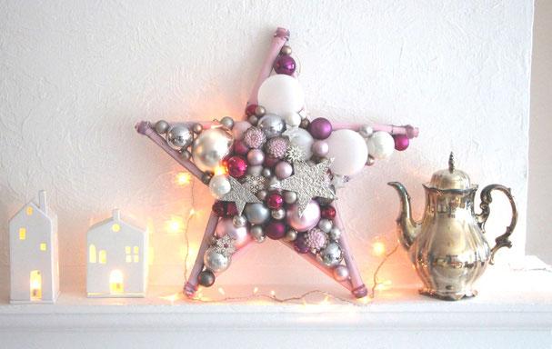 Stern in 50 cm Durchmesser mit Glaskugeln, Silber Metallsternen und Holz Schneeflocken