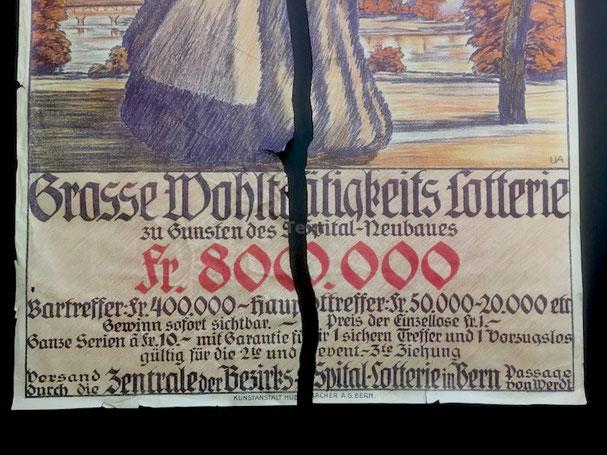 Einrahmen; Altes zerrissenes Plakat eingerahmt. Alterungsbeständige Einfassung