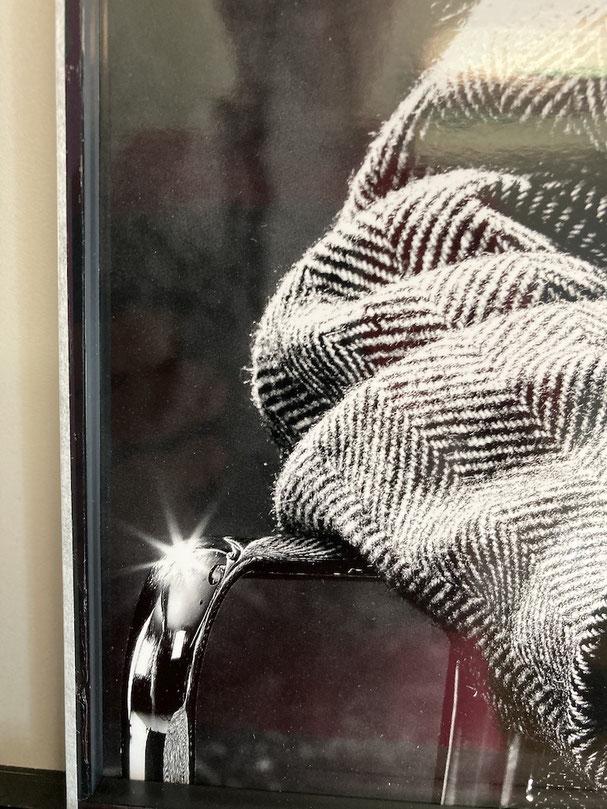 Ausschnitt Foto: Altglas, Distanzleiste und Rückenkarton staubdicht abgeklebt.