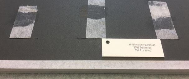Falz -Fixierungstechnik in der konservatorischen Einrahmung - Falz durch den Trägerkarton geführt. (Ansicht von der Rückseite)