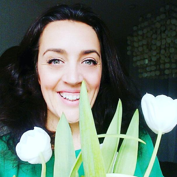 Fulfillness Coach Kaja Otto schreibt auf dem Mama Yoga Blog MOMazing darüber, wie wir mehr Selbstliebe in unser Leben bringen können.