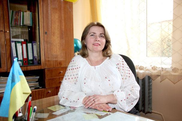 Педагогічний стаж - 26 років.   Кваліфікаційна категорія «cпеціаліст вищої категорії», звання «старший вчитель».