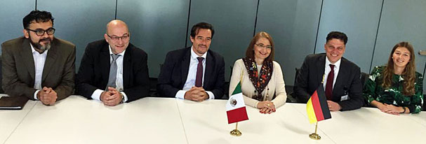 Dr. Sergio Silva (mex. Wirtschaftsministerium), Dr. Mark Heinzel (DIHK), Dr. Volker Treier (DIHK), Dr. Luz María de la Mora  (mex. Wirtschaftsministerium), Dr. Christian Forwick (BMWI) und Sarah Schiemann (BMWI).