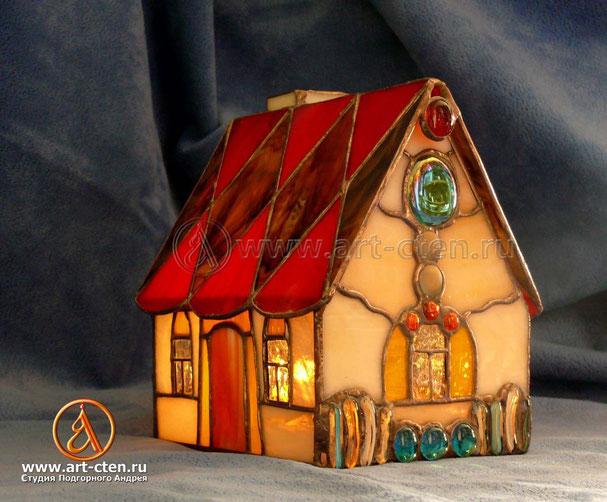 """№4 Витражный домик """"Домашний Очаг"""". Размеры: в. 20 см. ш. 15 см.  д. 20 см."""
