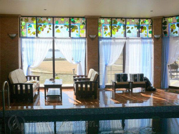 Витраж «Виноградная лоза» на окнах бассейна