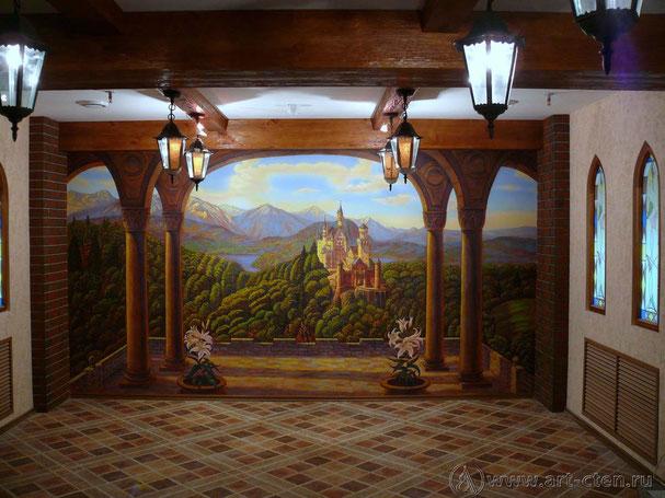Роспись - обманка одного из залов ресторана « Старый замок» благодаря живописным приёмам расширяет до бесконечности пространство зала.