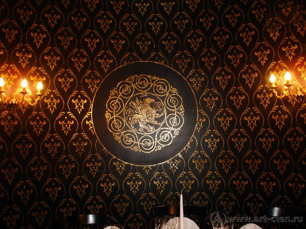 """Роспись одного из вип залов ресторана """"Иван Васильевич"""",  богато украшен декоративным орнаментом с позолотой."""