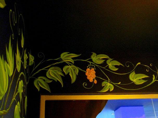 Роспись стен в детской комнате.