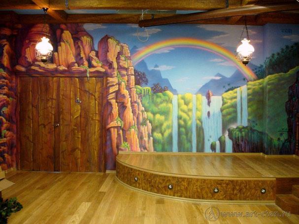 Роспись стен детского центра «Лимпопо» занимает более восьмидесяти квадратных метров, сделанных по сюжету известного мультфильма « Питер Пен».