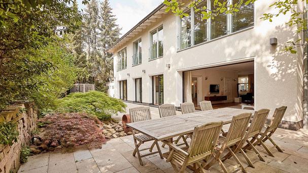 Ihr Immobilienmakler in Lindenthal verkauft eine extravagante Villa Köln-Deckstein.