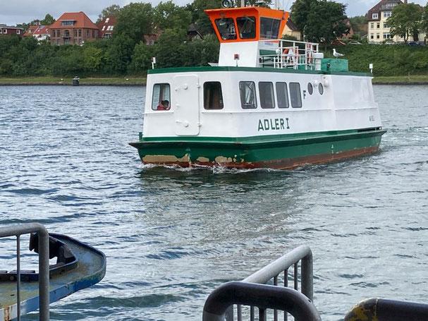 Bild: Fähre in Kiel Holtenau