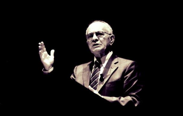 Emilio Gentile (Bojano, 1946), storico di fama internazionale per gli studi sul fascismo