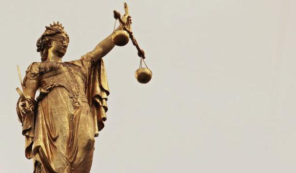 Depuis Trajan, les chrétiens se font persécuter juste parce qu'ils portent le nom de chrétiens. Les juges ne s'informent pas si un chrétien est réellement coupable des faits qu'on l'accuse. Athénagore demande la même justice pour les chrétiens. Vérité!
