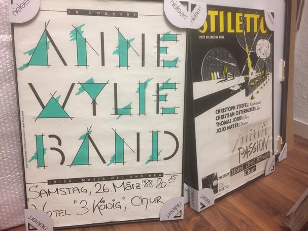Plakat in Eisenrahmen