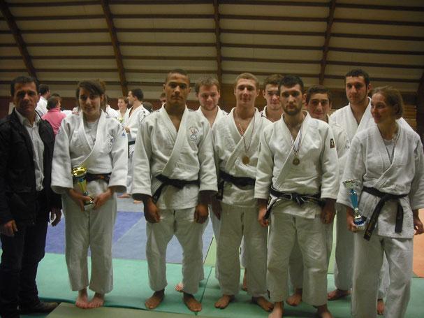 Les équipes du JCA encadrées par Alberto Ramos leur professeur.
