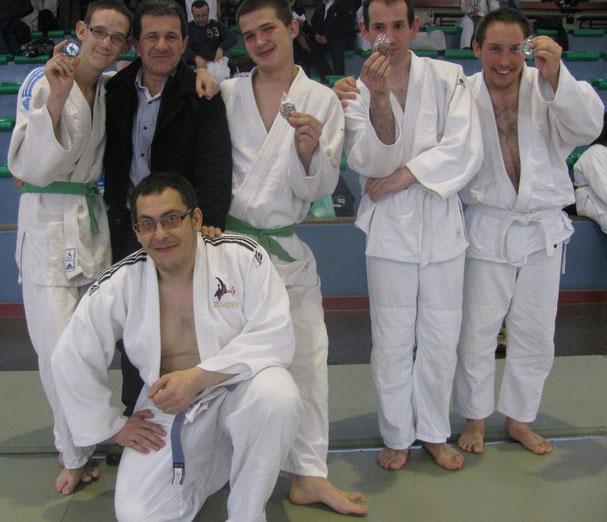 La section Judo Sport Adapté et leur prof. Alberto Ramos