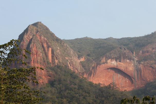 Ausflüge von Santa Cruz nach Samaipata oder in den Amboro Nationalaprk.