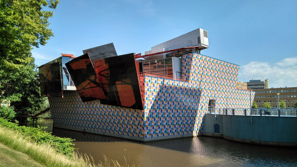 dem Museum für Moderne Kunst ist nicht anzusehen, dass es 1874 gegründet wurde