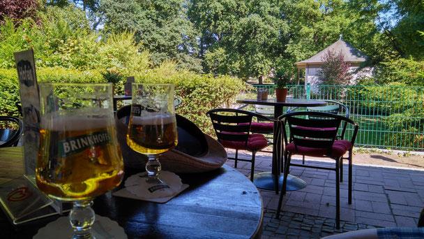 Terrasse des Cafés im Schlosspark (unbezahlte Werbung)