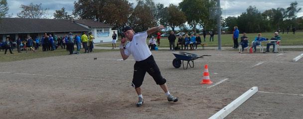 Obwohl erheblich angeschlagen, stellte sich Kurt Büttler in den Dienst der Mannschaft.