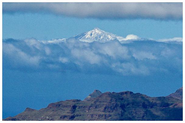 """Blick von Gran Canaria aus auf den """"Teide"""" auf Teneriffa"""