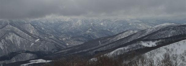 鎌倉森山頂より。手前は網張スキー場。登頂時はほとんど見えなかったのでよかった~