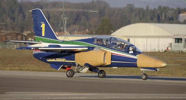 l'M-345 HET in configurazione definitiva (si notano le modifiche apportate) ripreso durante il volo del 28 dicembre. (Foto: Oscar Bernardi)