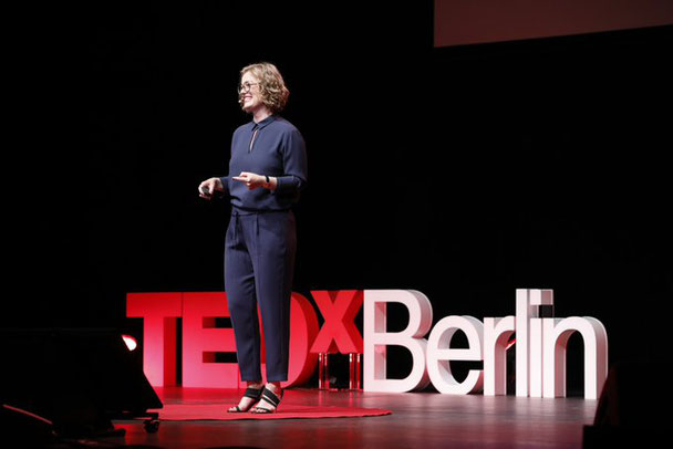 "TedxTalk von Insa Klasing mit dem Thema ""The power of letting go"""