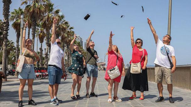 Адьос, маски! (Фото Jordi Otix)