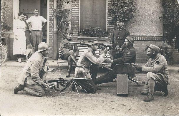 De juin 1917 à avril 1918, LTN BESSET instructeur FM CHAUCHAT (fonds Finand)